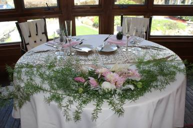 head_table_floral