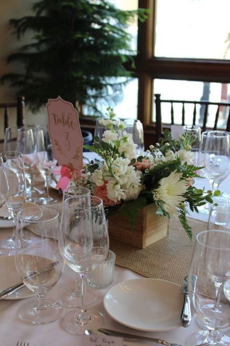 table_wooden_centerpiece